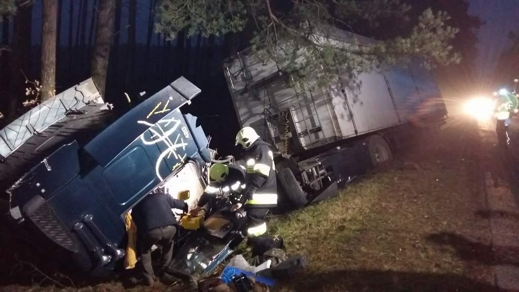 You are browsing images from the article: Groźny wypadek na drodze 302 w okolicy Wierzchaczewa