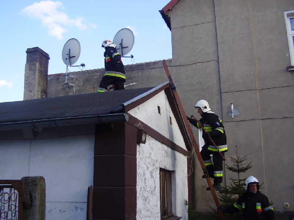 You are browsing images from the article: Pożar na poddaszu budynku mieszkalnego