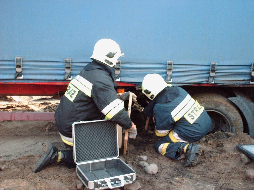 You are browsing images from the article: Wyciągaliśmy zakopaną ciężarówkę